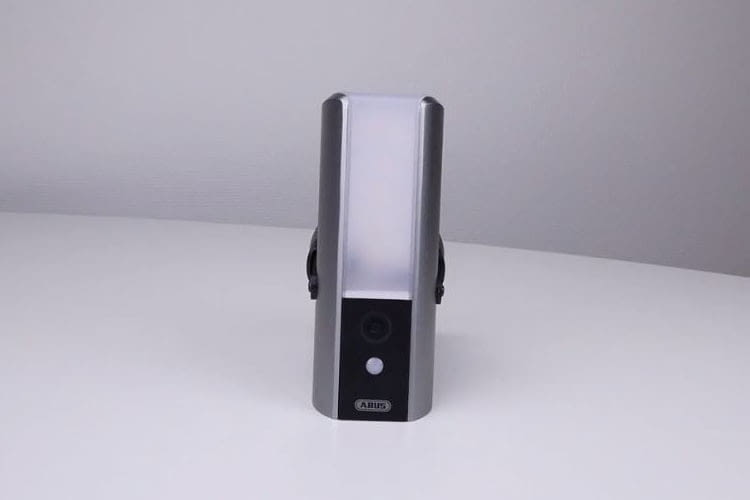 ABUS Smart Security World WLAN Lichtkamera PPIC36520: Alarmanlage, Gegensprech- und Lichtanlage in einem Gerät