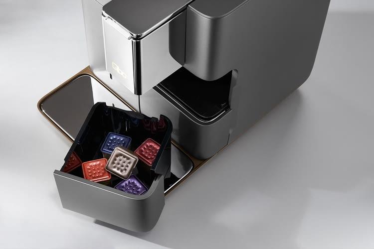 Benutzte Kaffeekapseln fallen automatisch in einen Sammelbehälter