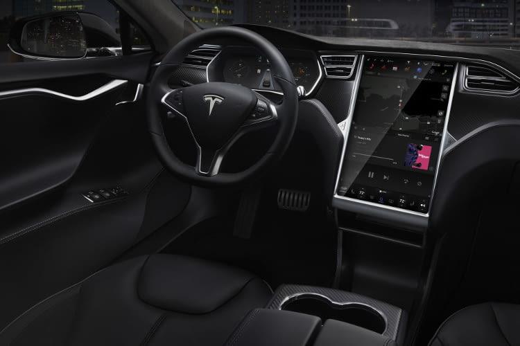 Tesla Model S - Ein so großes Display wurde vorher noch nie in einem Auto verbaut