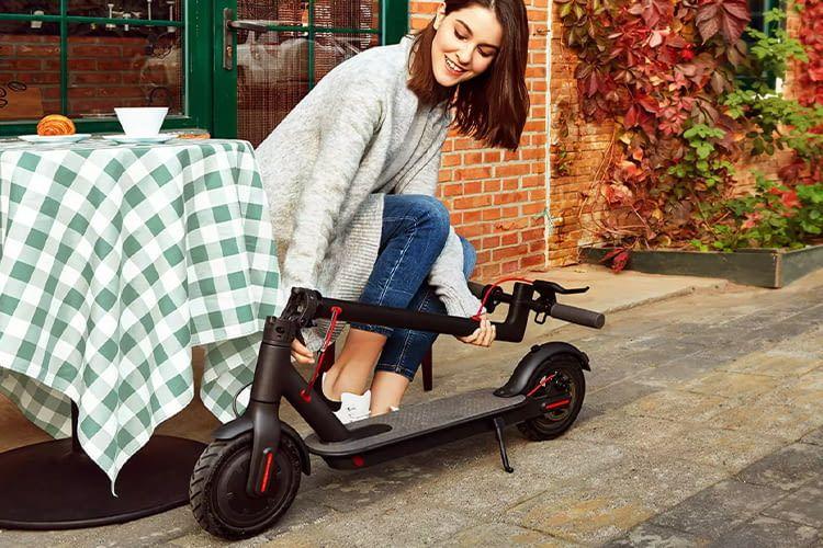 Der elektrische Roller Xiaomi Mijia M365 ist ein praktisches Fortbewegungsmittel in der Stadt