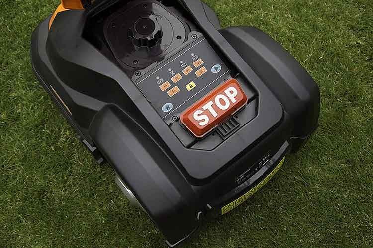 Der Mähroboter Yard Force SA500ECO ist spielend einfach zu bedienen und nimmt Steigungen von bis zu 50 Prozent