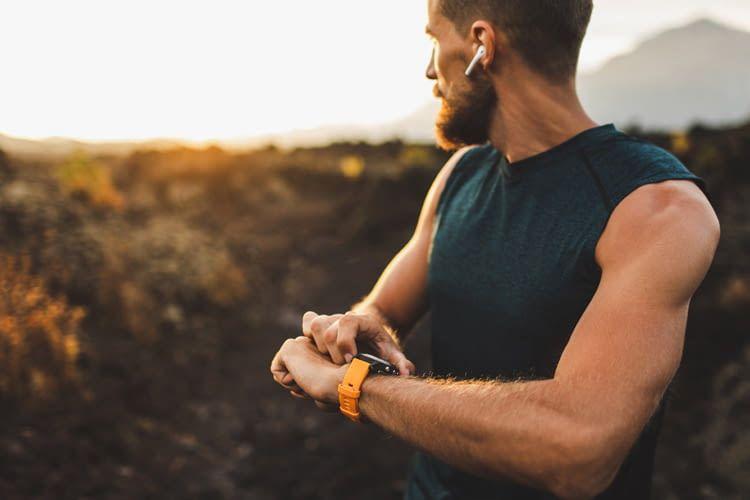 Smartwatches bieten meist ähnliche Trackingfunktionen wie Fitnesstracker