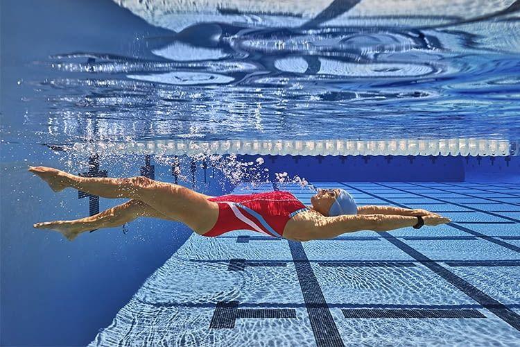 Garmin vívoactive HR misst beim Schwimmen u.a. die Gesamtstrecke, Intervalldistanz, Geschwindigkeit und die Anzahl der Schwimmzüge
