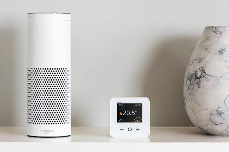 Der Wiser Raumthermostat lässt sich über Amazon Alexa sprachsteuern