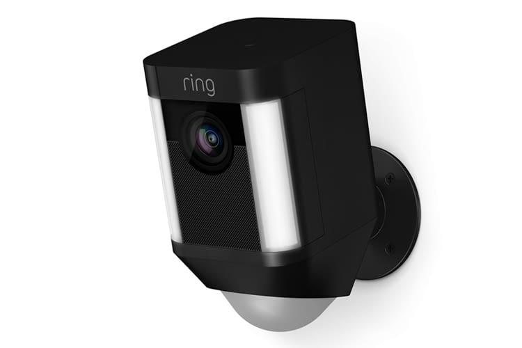 Die Spotlight Cams sind in schwarz und weiß erhältlich – hier Spotlight Cam Akku