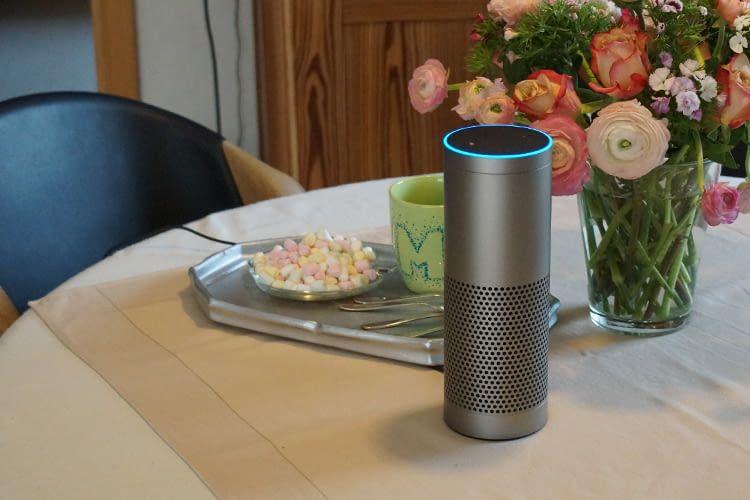 Echo Plus verfügt neben der Alexa-Sprachsteuerung auch über einen integrierten Hub
