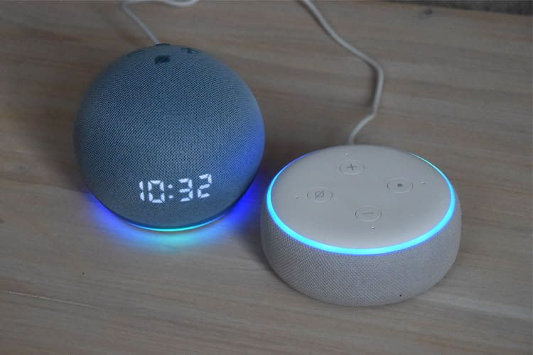 Im Direktvergleich zu Echo Dot 3 (rechts) sind die optischen Unterschiede klar zu sehen
