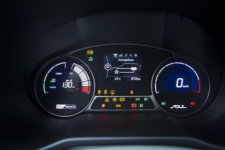Alle Informationen auf einen Blick - im Elektroauto Kia Soul EV.