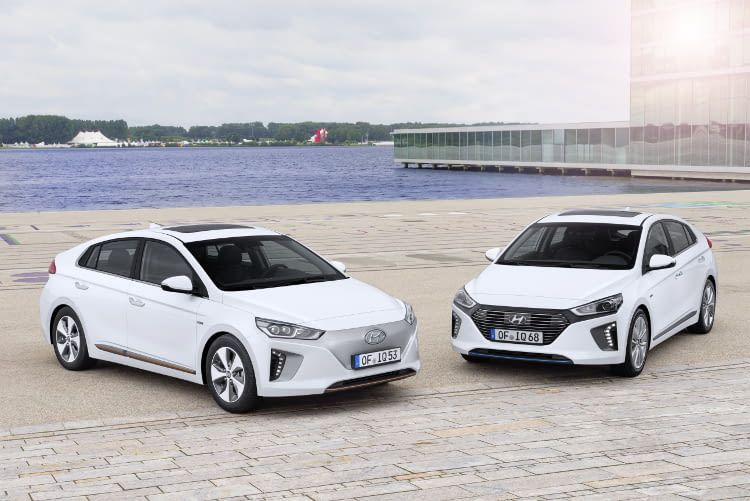 Der Hyundai IONIQ Elektro unterscheidet sich am Kühlergrill von seinen Hybrid Bruder.