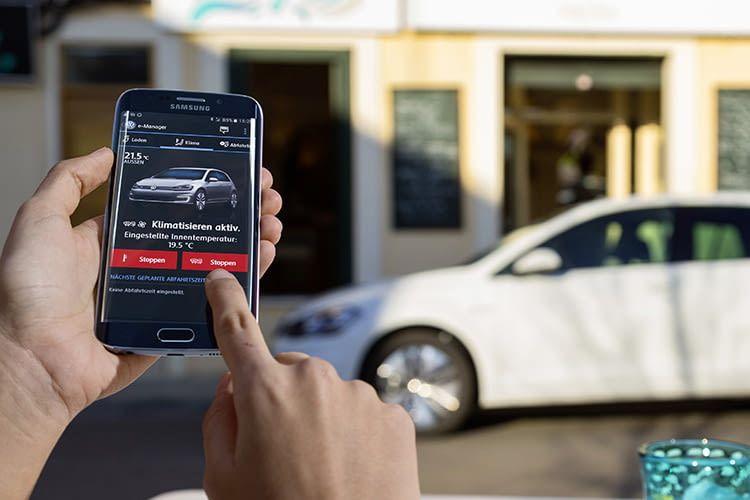 App-Connect – drei innovative Technologien, mit denen Smartphone Apps auf den Touchscreen des Infotainment-Systems kommen