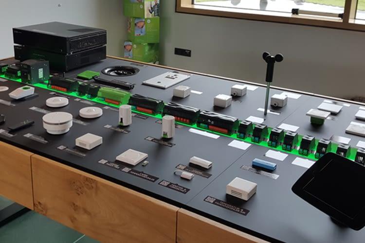 Im Loxone Basecamp werden die Komponenten des Smart Home-Systems ausgestellt