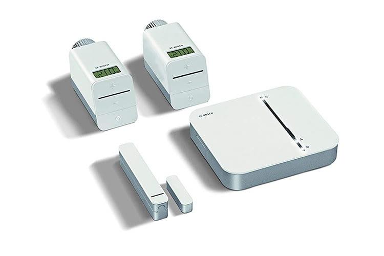 Das Bosch Starter Set kommt mit Controller, zwei Thermostaten und einem Tür/Fensterkontakter