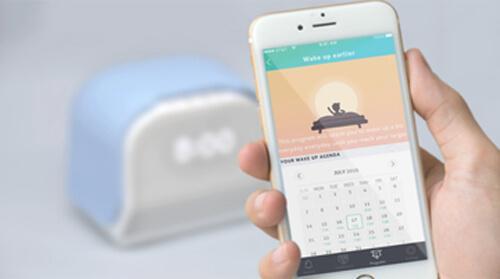 Der smarte Wecker Kello mit der dazugehörigen Smartphone App