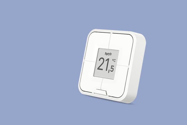 Der FRITZ!DECT440 Funktaster zeigt die Raumtemperatur auf seinem Display an