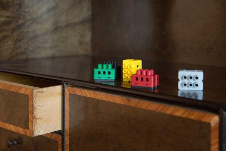 Die verschiedenen Farben der dSKs geben Auskunft über den Verwendungszweck: die gelbe dSK steht für Licht und Beleuchtung