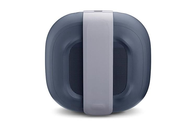 Befestigt wird BOSE SoundLink Micro über die an der Rückseite integrierte Silikonschlaufe