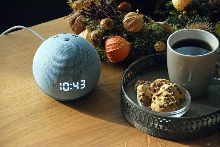 Echo Dot 4 mit Uhr passt zu fast jedem Wohnambiente - egal ob nostalgisch oder modern