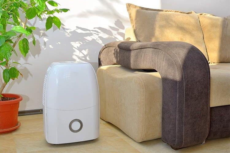 Portable Klimaanlagen ohne Schlauch wälzen die Luft meist nur um, statt sie zu kühlen