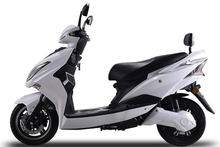 Hawk 3000 ist ein sportliches E-Roller-Modell
