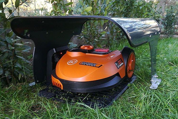 Die Worx Landorid S Mähroboter Garage von Idea Mower Carport ist seitlich befahrbar