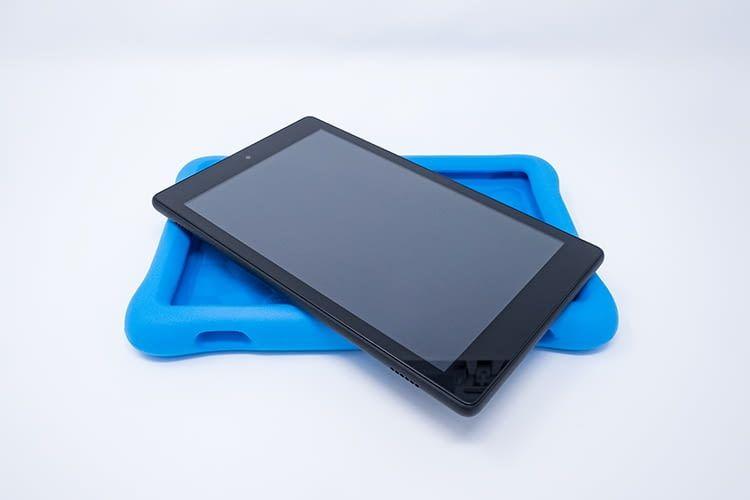 Die Schutzhülle macht das Fire HD 8 Tablet Kids Edition sturzsicher, lässt sich aber auch abnehmen