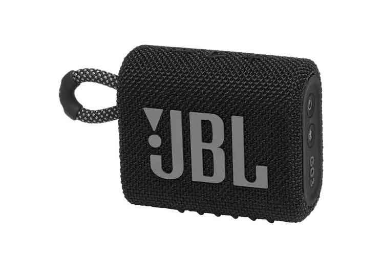 Der Sound wir auf der Seite des JBL-Logos abgestrahlt. Oben am Gerät finden sich die Tasten für die Musiksteuerung