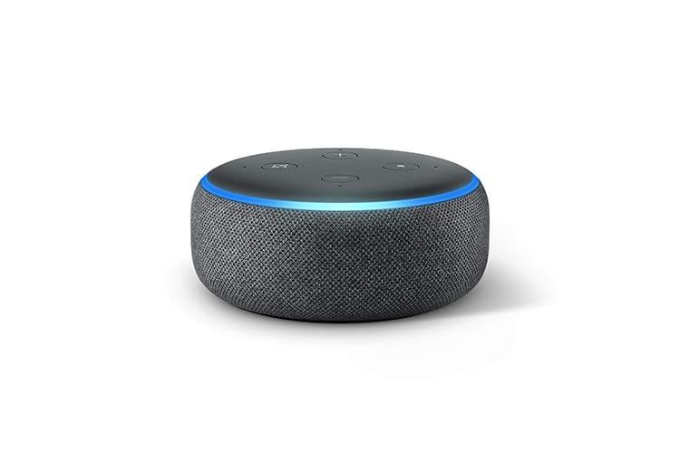 Der Echo Dot der dritten Generation bietet einen idealen Einstieg in die Welt der smarten Lautsprecher