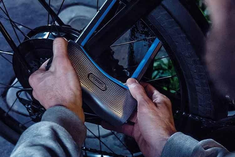 Das ABUS 770A SmartX Bügelschloss mit integriertem Alarm bietet ein Höchstmaß an Sicherheit