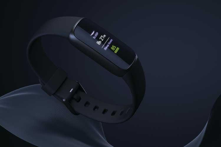 Neben der Modelle mit Armband aus Silikon-Material bietet Fitbit auch eine Luxe Variante mit Schmuck-Armband