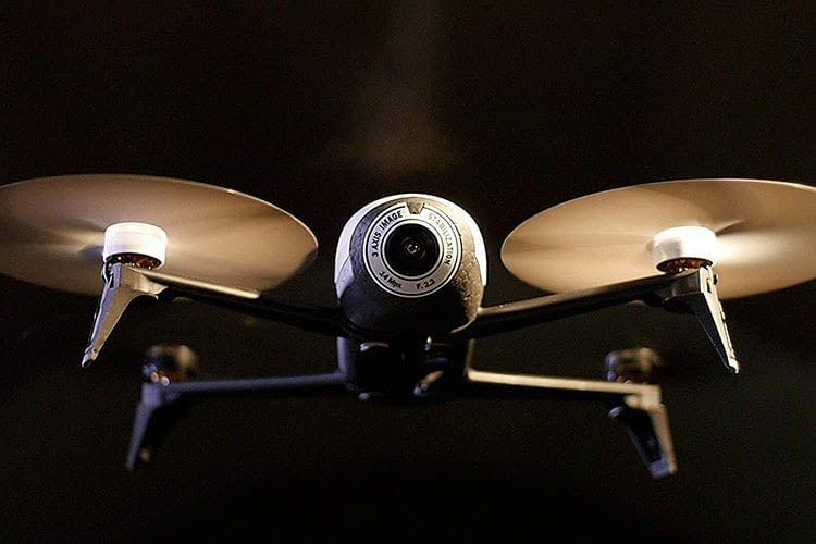 Die Drohne Parrot Bebop 2 FPV sieht gut aus, die Kamera ist starr verbaut