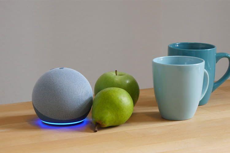 Der platzsparende Echo Dot 4 bietet Kindern tausende Geschichten, Songs, Witze und mehr
