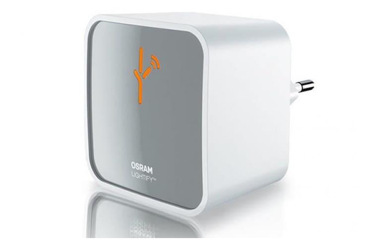 Mit dem Ligthify Plug lassen sich zum Beispiel Lampen smart steuern