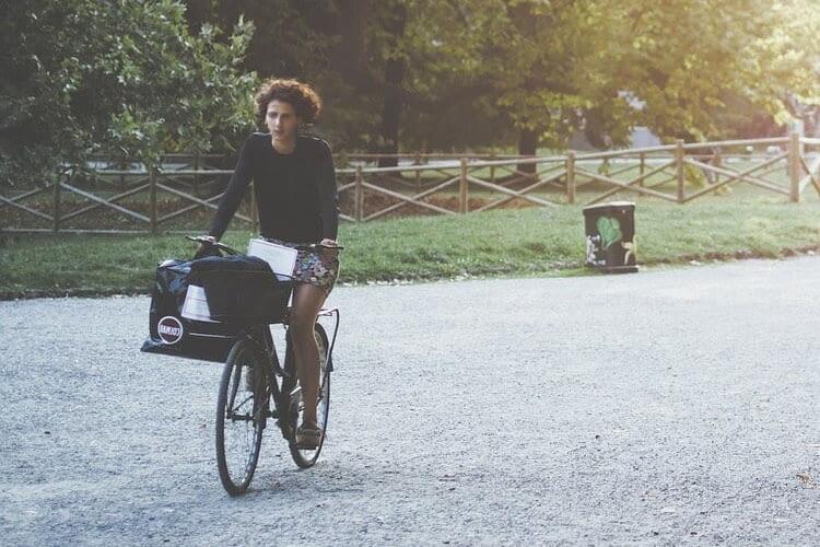 Der feelSpace naviGürtel eignet sich perekt für Fahrradkuriere