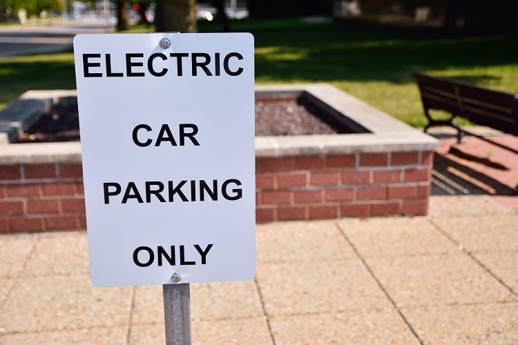 E-Autos sind privilegiert - zum Beispiel beim Parken