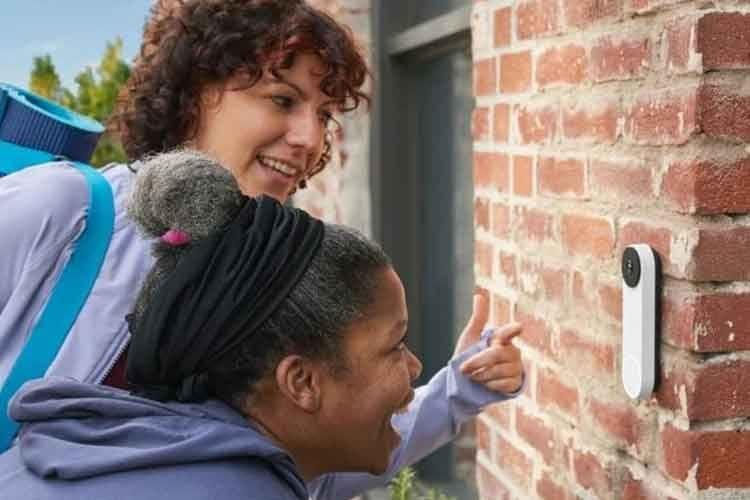 Immer wissen, wer vor der Tür steht - mit Google Nest Doorbell (Akku) kein Problem. Eine Verkabelung ist nicht nötig