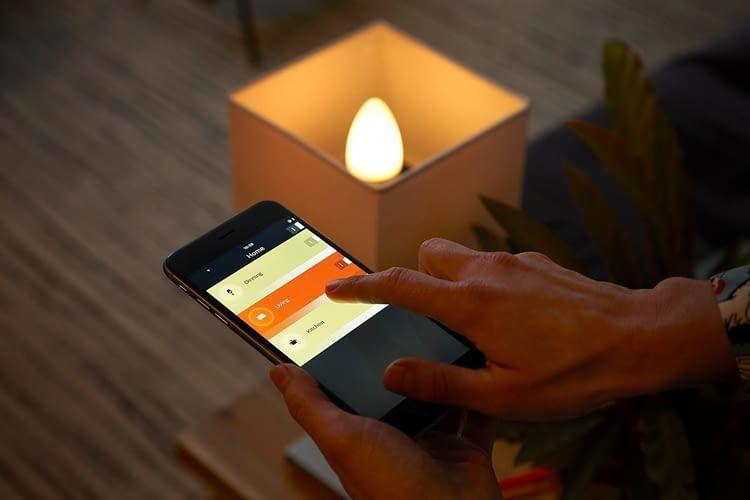 Auch für E14 Fassungen bietet Philips Hue farbige Leuchtmittel