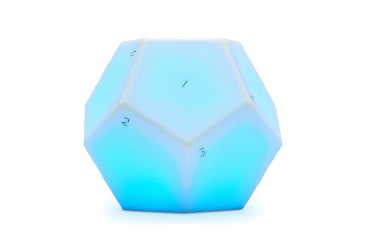 Die Nanoleaf Fernbedienung arbeitet mit Bluetooth und lässt sich per Nanoleaf oder Home App programmieren