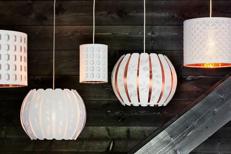 Philips Hue Birnen verleihen IKEA Lampenschirmen (noch mehr) Farbe