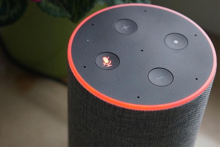 Bei älteren Echo Geräten ist noch ein durchgestrichenes Mikrofon-Symbol zu finden