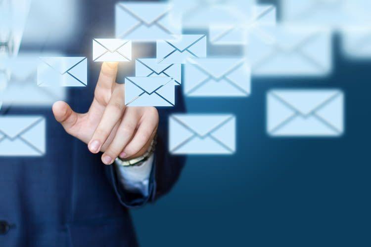 Zum E-Mail schreiben braucht man heute nicht mehr unbedingt eine Tastatur