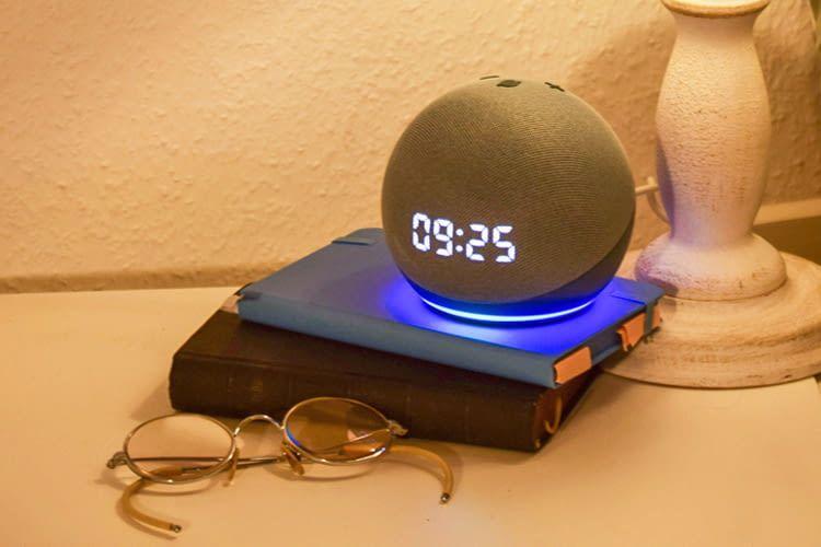 Echo Dot 4 ist mit oder ohne Digitalanzeige in verschiedenen Farben erhältlich
