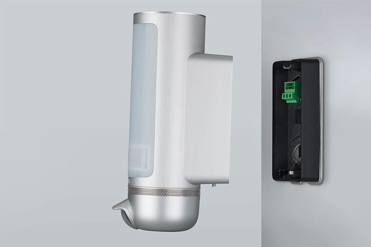 Die Eyes Außenkamera lässt sich an einen gebräuchlichen Außenlampen-Anschluss anbringen