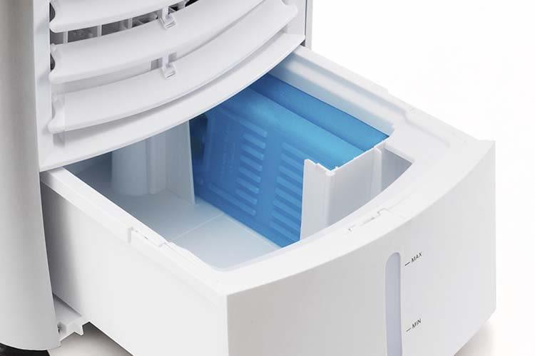 Vorbildlich: Wassertank und Kühlakkus sind beim Trotec Aircooler PAE 25 leicht erreichbar