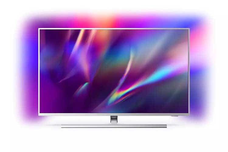 Der Großbild Ambilight Tv Philips 65PUS8505/12 benötigt mit 65 Zoll ein großes Wohnzimmer und belohnt mit Kino-Feeling