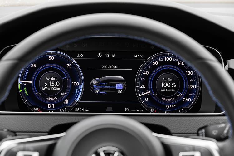Das Elektroauto Golf GTE von VW bietet das neue Touchscreen Infotainment System