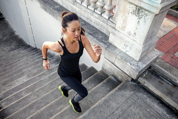 Der für viele Sportarten geeignete Fitbit Alta HR Tracker landete bei Stiftung Warentest auf Platz 3