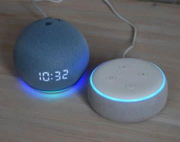 Echo Dots im großen Generations Vergleich zwischen Echo Dot 3 und Echo Dot 4
