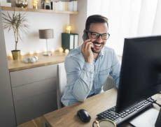 Mit einem 27 Zoll Monitor lässt es sich im Home Office leichter arbeiten
