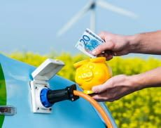 Besitzer von Elektroautos in Deutschland profitieren von der Umweltprämie und anderen Förderungen.