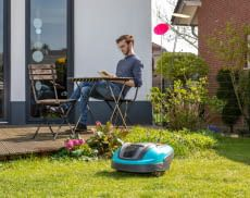 Ein Mähroboter verschafft seinen Besitzern mehr Freizeit